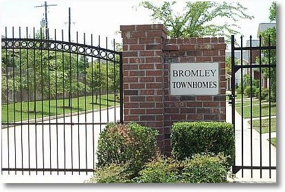 Bromley Towhomes Entrance Baton Rouge