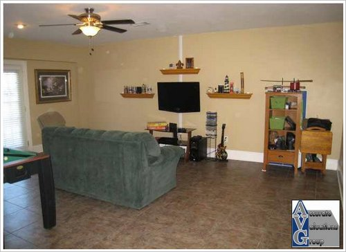 richmond-place-subdivision-home-with-enclosed-garage (2)